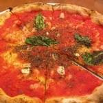 25231407 - 750円とピザの中では格安だが、その分トマトや生地の風味を楽しめる。ニンニクが効いて激ウマ。