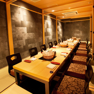 京都の趣を感じる和の空間は、全席完全個室。