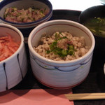 25232162 - 五代目丼:奥がアジたたき丼、右がアジひもの丼、左が釜揚げ桜エビ丼