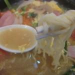 らーめん処よなかそば - スープは中華なんです・・麺はとても細い!