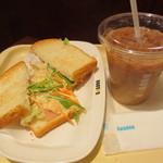 ドトールコーヒーショップ - タラモサラダ~熟成ベーコン~、アイスカフェラテ