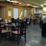 和台所 花 - テーブル席と座敷があります。