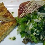 Shefuzutaburuaruandodhi - R&D定番「キッシュ!!」パルマ産生ハムと葉野菜のサラダ
