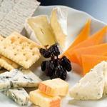 ショットバー アクアリューム - フレッシュチーズの盛り合わせ1200円 カマンベール・ミモレット・ウォッシュ・ブルー etc...