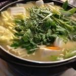 とんかつ 安右衛門 - 金目鍋       野菜の下には金目鯛が       味噌仕立て