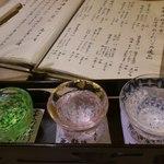 25263596 - 台紙には一つ一つ日本酒の説明が記載されています(*^_^*)