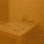 橙や・食彩居酒屋 - 御簾で見にくいですが。座敷席(襖なし)はこんな感じです。