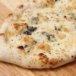 ピッツェリア ヴェント - 窯焼きピッツァ!舟形の小さ目サイズなので色々な味が楽しめます。