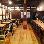 矢野善 - 店内は蔵の特徴を利用し、夏は涼しく。冬は、暖かく。
