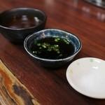 矢田かつ - 岩塩、ポン酢、味噌が出されます☆