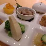 綾 - 季節感溢れる懐石日本料理