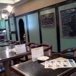 サンティノ - ずらっと並んだテーブル