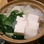 さくらや - 湯豆腐 薬味は大根おろしとネギ