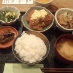 つまみや7・14 - おにくの定食(チキン南蛮とモツ煮込み)