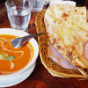 チャオサイゴン - 料理写真:バターマサラとガーリックナン。バターマサラはトマト味の甘口。辛みは全然ありません。