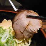 25312420 - 890えん『炙りチャーシュー油そば (大盛り)』2014.3