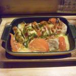 T's - 鶏とトマトのバジルソースのチーズグリル