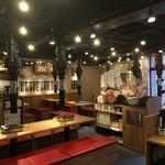 大阪焼肉 ホルモン ふたご  - 吉祥寺店はお席がゆったり目、お荷物はお席の下に収納できます。