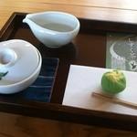 茶の文化館 - 料理写真:しずく茶・季節の和菓子
