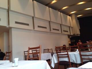 レストラン香味屋 - 2階は天井が高い!