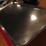 25319406 - 【ミニホットプレート】テーブルにあるミニホットプレートの上に出来上がった串をおいてくれるので、ずっと温かいままで食べられるのも嬉しい!