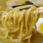 らーめんキッチン なると - 麺は太麺をチョイス