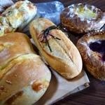 25324457 - 色々なパン