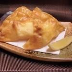 ゆるり家 - チーズのワンタン揚げは柚子胡椒とチーズが絶妙です。