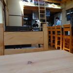 ボータン - 割と質素めな店内