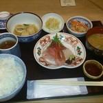 山田屋 - 2014/03 山田屋定食 煮物・刺身三点盛 1,000円