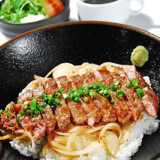 ◆さぁ、ランチだ◆リブロースステーキ丼(950円)