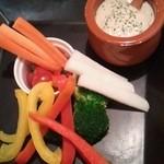 イタリアン食堂 良's - 自家製バーニュカウダ 彩り野菜添え