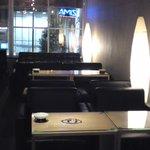 m.o.p - ゆったりとしたソファー席&テーブル席