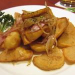 25332933 - シティーポテト。ジャガイモは揚げてあるので食べやすいです。