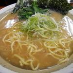 カマリヤ 大将 - 料理写真:600えん『ラーメン(麺かため)』2014.3