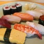 すし京辰 - お昼限定にぎり 握り 九貫・巻物・お椀付 1600円。