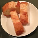 NINO - ランチの日替りパスタ(950円)のパン(写真は3人分)。2014年3月