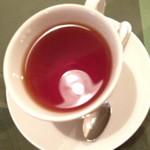 NINO - ランチの日替りパスタ(950円)のドリンク、紅茶。2014年3月