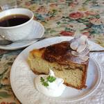 グロヴナーカフェ - イチジクのケーキ。デカい! おいしい! セットで900円。