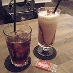 ディスイズ カフェ - アイスコーヒーandチョコバナナのフローズン!!