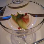 シェーヌ - アミューズ:サーモンのリンゴ酢マリネ
