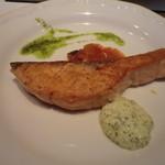 シェーヌ - 魚料理:サーモンのポアレ