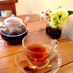 25347785 - お茶はオーソドックスにベルガモット(500円)を。ベルガモットはおもったよりも強くなく、軽い感じ。その代わり茶葉はアッサムと思しき結構強めのものを合わせてあります。好き嫌いはわかれるかも。