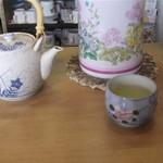 近江かね安 - この昔ながら風の急須から入れてくれるアツアツのお茶が有難ぃよぅ☆彡