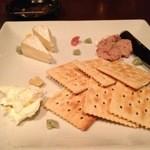 seasonal bar Nanairo - チーズとパテの盛り合わせ