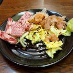 まつき食堂 - カルビ¥900 と上ミノ¥500
