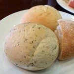 25364159 - バジルのパン・・・あまりバジルの香りを感じませんでした。