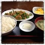 茶飯次 - 青椒肉絲定食。  飛び込みで入ってみました。