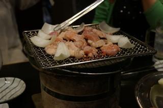 塩ホルモン 炭楽 - 焼いてます・・(*´▽`*)
