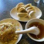 天鴻餃子房 - 元祖餃子並盛定食と半炒飯